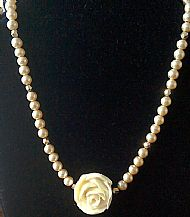 A3 WHITE ROSE AND PEARL NECKLACE