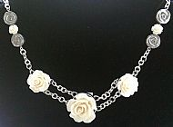 A5 WHITE ROSE/CHAIN NECKLACE