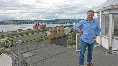 2014 alan watson on a rooftop looking out over dundee (c)moira watson