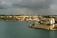 Grand Harbour towards San Angelo 98