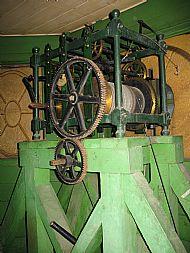 Clock mechanism (photo 1)
