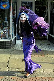 Vampira - Halloween Comicfest