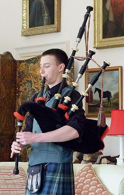 alasdair turner giving a recital at foulis castle
