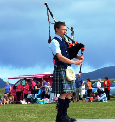 alasdair turner winning the jig competition at the south uist games