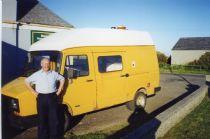 HPA291   Roadside Shop : Delivery van and mobile shop (J. Walls)