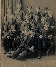 HPA132   Mr & Mrs A Lennie and family, Howland, 1888?