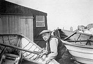 HPA415   Johnnie Scott at his boats, Castlegreen