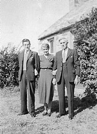HPA434   Harry Scott (L) and parents