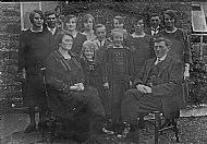 HPA601   Sinclair family at Lochend (1920s?)