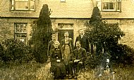 HPA683   One of the three Drever families of Hammerbrake, early 20th century. (taken in Aberdeenshire)