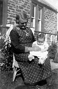 HPA811   Granny King with Great Grandaughter Jane Shearer, 1956