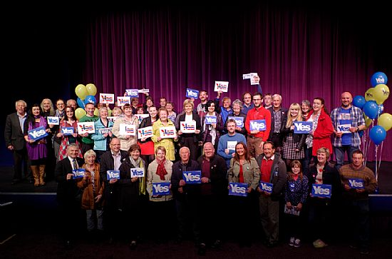yes orkney pictured with nicola sturgeon at the kgs orkney theatre
