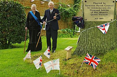 3 june 2012 in 1897, the parish council planted an oak tree on a small green in the village of spratton.  this has gone unrecognised, so it was decided to mark it with a similar plaque, in memory of the diamond jubilee of queen victoria, which was unveiled by the oldest resident, tom smith 96, in the presence of 'queen victoria'.