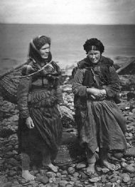 cromarty fishwives c1900. courtesy mrs bright gordon: cromarty image library website.