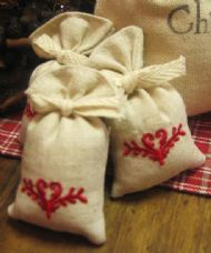 LITTLE CRANBERRY SCENTED SACHETS