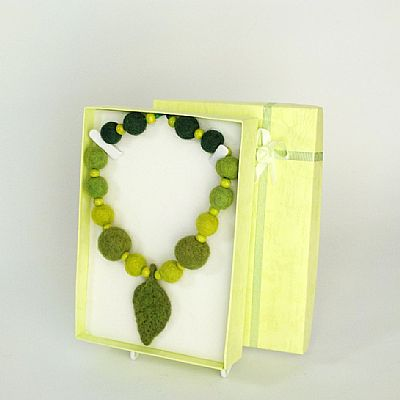 green leaf felt necklace in matching gift box
