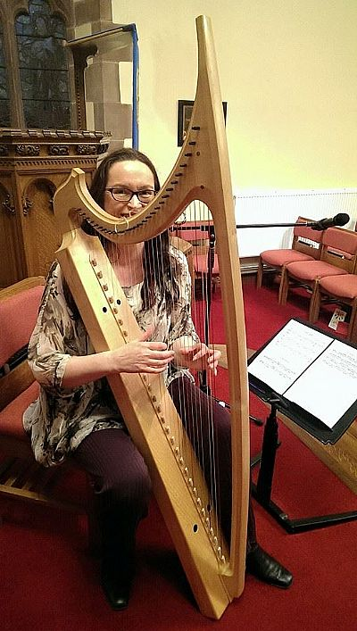 karen with urquhart bray harp photo by eilidh steel