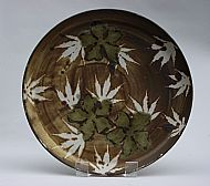 Platter with white acer leaves and three flowers