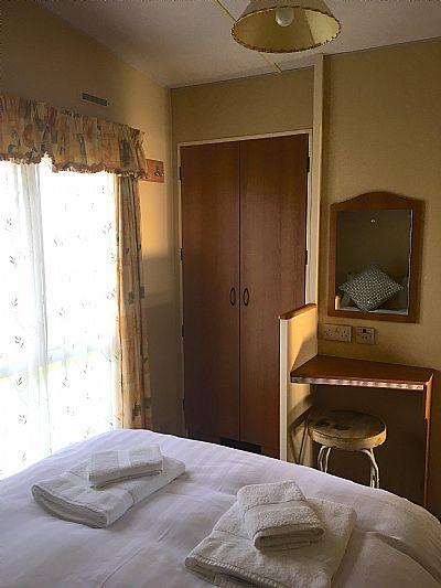 double bedroom built in wardrobe