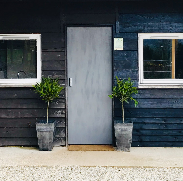 scotsburn kennels - entrance