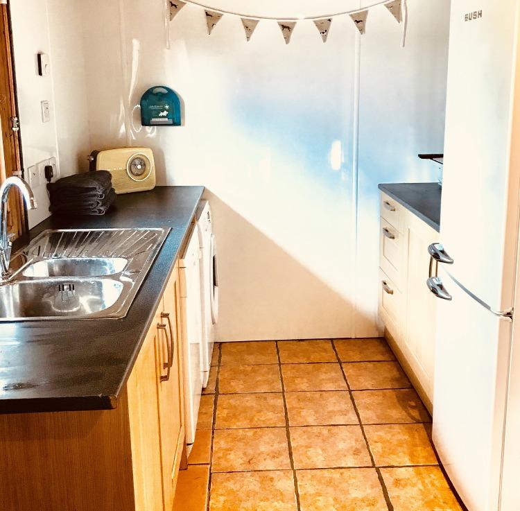 scotsburn kennels - kitchen area