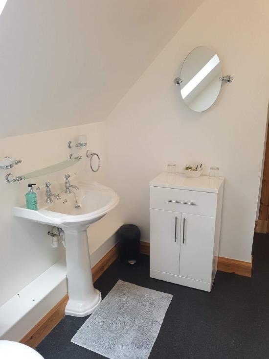 sgritheal view b&b skye - bathroom
