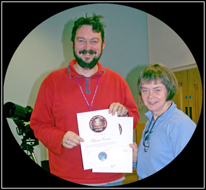 rhona fraser receives her certificates from interim chairman, maarten de vries