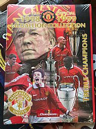 Man Utd treble medal set
