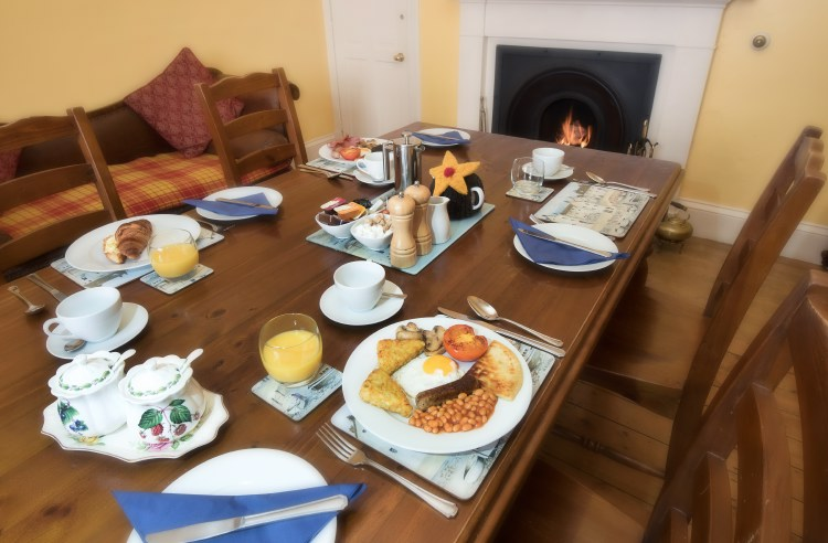 sydney house b&b cromarty - dining room and breakfast