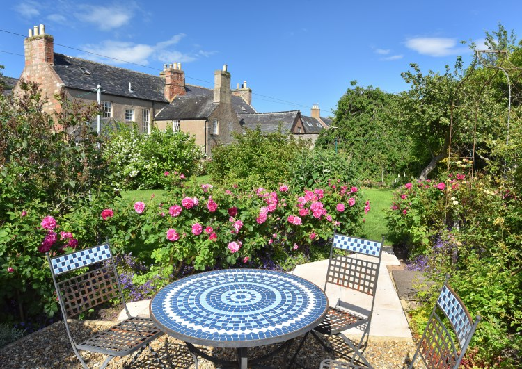 sydney house b&b cromarty - the garden