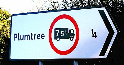 plumtree road sign showing weight limit