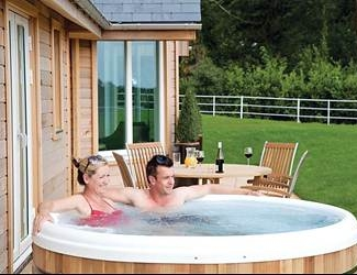 choose a break in the lodges with hot tubs