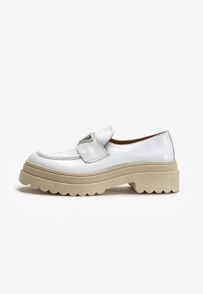 Inuovo Loafers Leather white