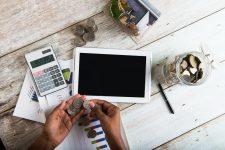 الفرق بين الحسابات المصرفية الإلكترونية والحِسابات المصرفية التقليدية