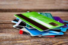 ما هي أنواع البطاقات المصرفية؟