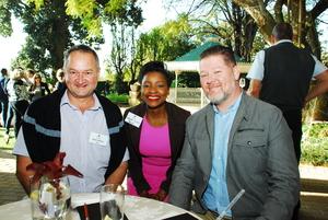 Martin Hoffman, Ngoni Boora, Tim Maclean (Broll)