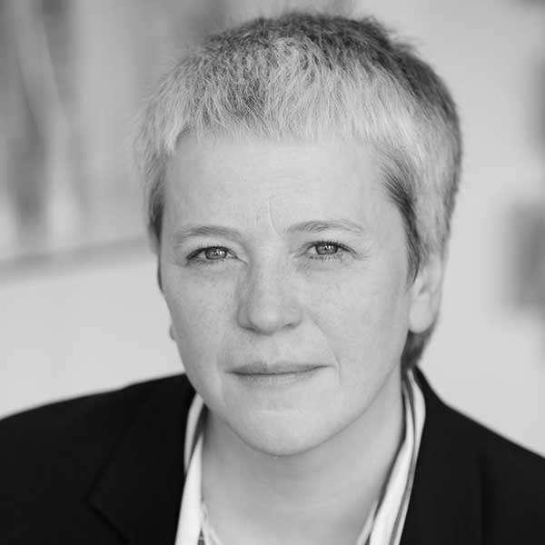 Dr Yvonne Court