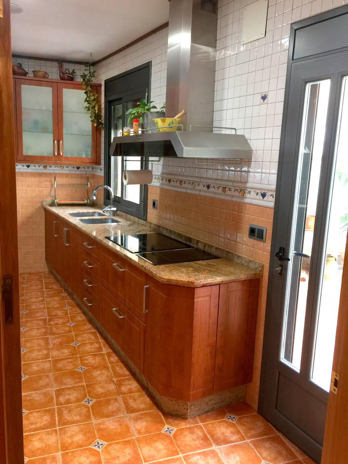 Foto 12 - Casa adosada en Reus con 3 pisos independientes