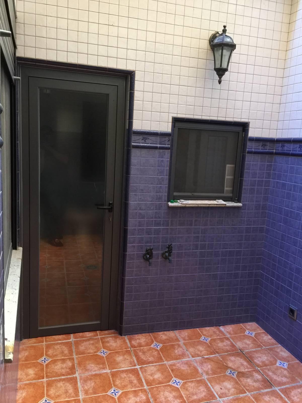 Foto 17 - Casa adosada en Reus con 3 pisos independientes