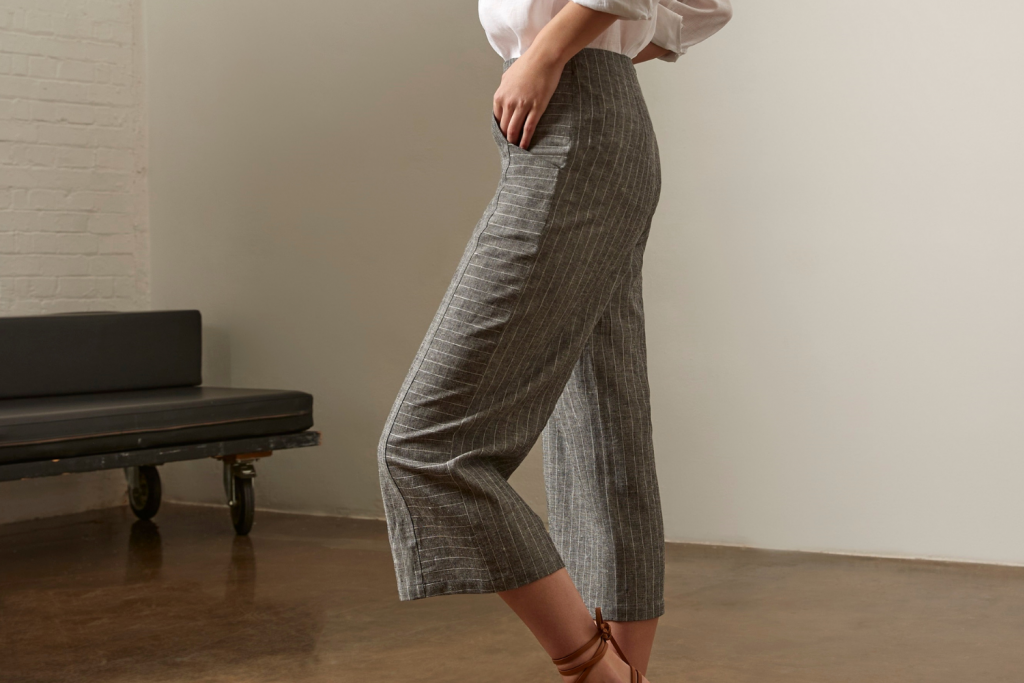 SASSI HOLFORD CHARCOAL CROPPED TROUSER