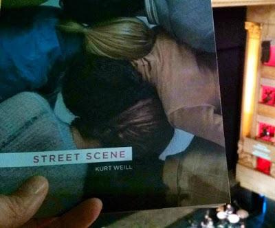 Street Scene, ni ópera, ni musical sino todo lo contrario.