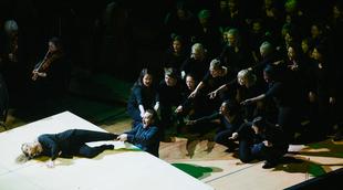 Français - Peter Sellars et Sir Simon Rattle apprivoisent la Philharmonie de Paris avec La Petite Renarde rusée