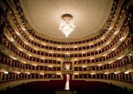 Français - Une réouverture de la Scala « un pas à la fois »