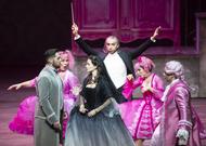 Français - Laurent Pelly signe une Cenerentola rose bonbon au Grand-Théâtre de Genève