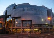 Français - L'Opéra de Paris annule ses représentations jusqu'au 5 avril