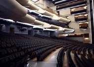 Français - L'Opéra de Paris encore fermé au public jusqu'au 2 mai, mais ouvert aux répétitions