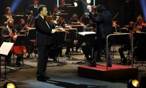 COMPTE-RENDU, concert. Festival de Pâques d'Aix-en-Provence, le 9 avril 2021. Orchestre National de France, Christian Macelaru (direction) & Nikolaj Szeps-Znaider (violon). Programme : 5ème Symphonie d'Antoni Dvorak & Concerto pour violon et orchestre de Johannes Brahms.
