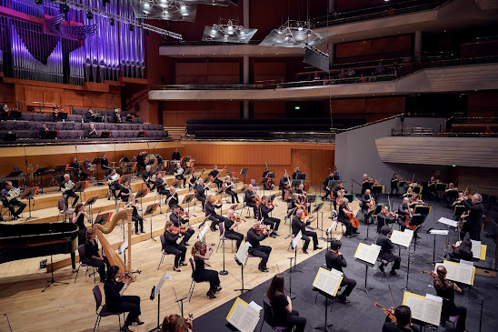 Review of the Hallé's filmed concert at the Bridgewater Hall, released 29th July 2021