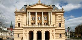 Oper über Wölfe - Schweriner Intendant will neue Publikumsschichten