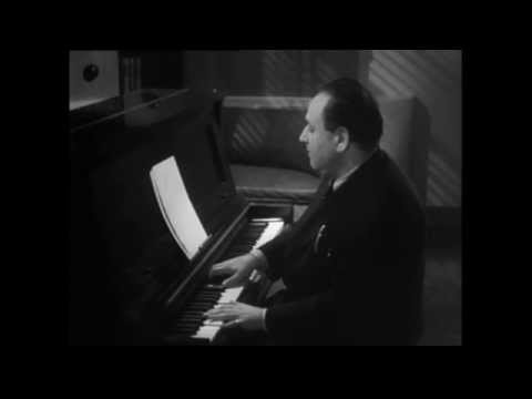 Korngold plays the piano (Footage of Erich Wolfgang Korngold)